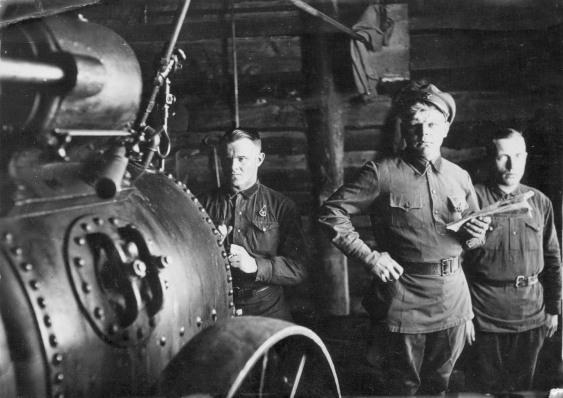 дед Лёша в мастерской